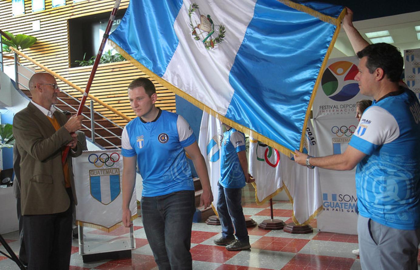 Thomas Flossbach, el abanderado de Guatemala y estudiante de la Universidad Rafael Landívar imagen