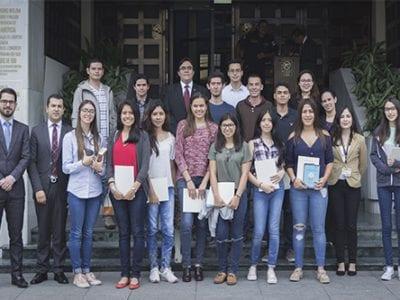Futuros estudiantes visitan la Corte de Constitucionalidad Image