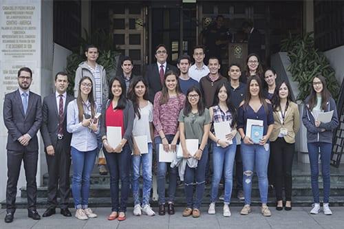 Futuros estudiantes visitan la Corte de Constitucionalidad imagen