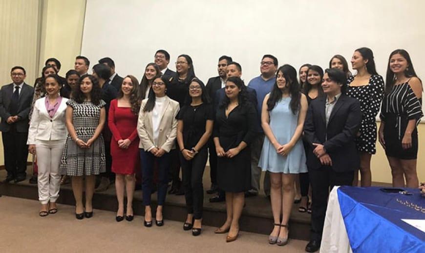 Colegio de Ingenieros Químicos de Guatemala entrega reconocimiento a estudiantes landivarianos imagen