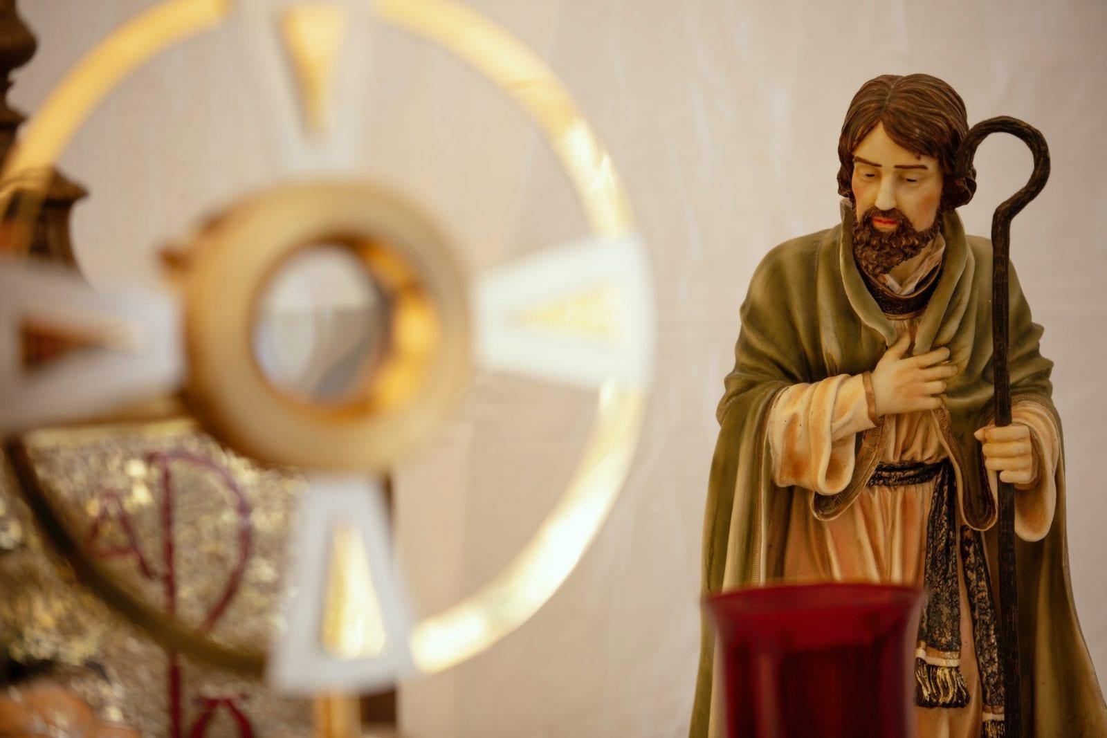 Nuestros hermanos, los santos imagen