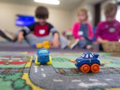 Tiempo para comer, jugar y amar: la primera infancia Image