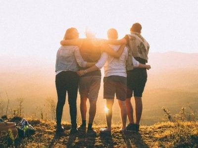 El amor de Dios se realiza en el amor al prójimo, ambos van juntos Image